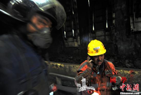 两部门:在尘肺病重点行业开展工伤保险_画中画-工伤保险-煤矿-
