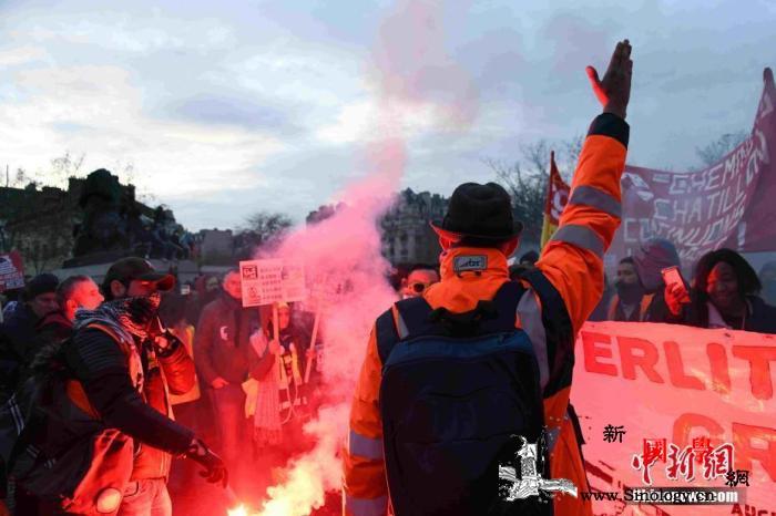 罢工浪潮下法当局将宣布改革细则预告无_巴黎-法国-游行-