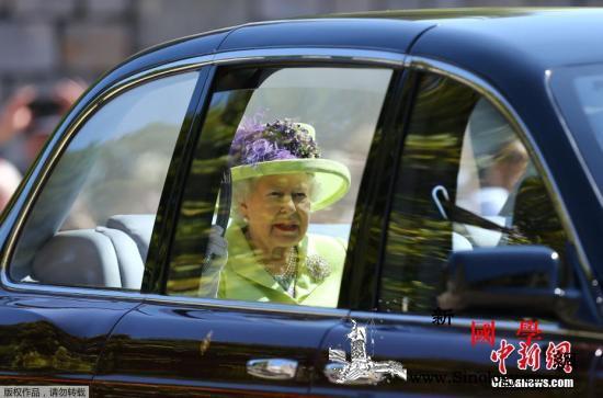 送礼哪家强?英女王花28万元买圣诞礼_伊丽莎白-圣诞-白金汉宫-