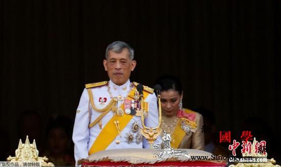 泰国国王加冕典礼水上巡游活动盛大举行_曼谷-泰国-巡游-