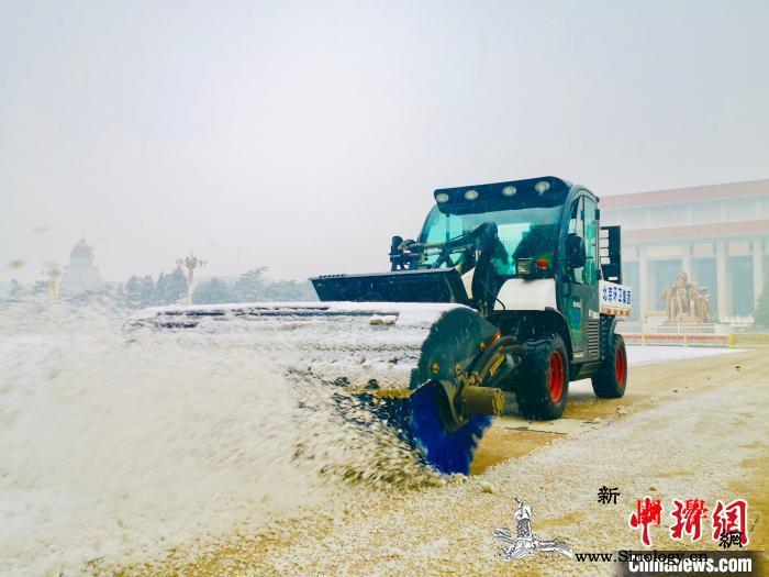 北京环卫集团启动扫雪铲冰工作保障雪天_雪车-扫雪-环卫-