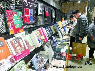 """北京一些书店提供包书皮的样书样书穿""""_样书-书皮-读者-"""