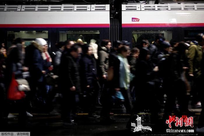 法罢工影响圣诞出行?法铁:可保证半数_铁线-乘客-卡尔-