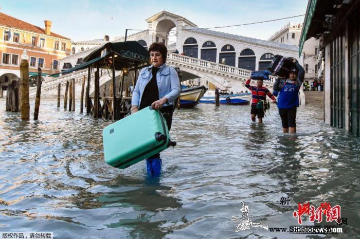 洪水再袭!威尼斯水位又超1.4米旅游_意大利-水位-而行-
