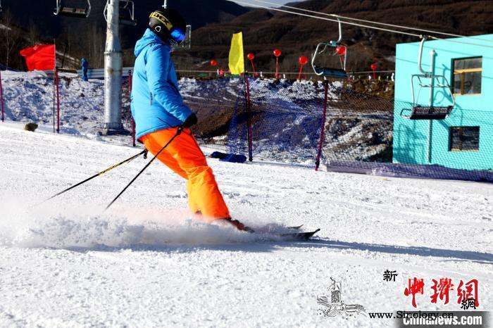 宁夏固原建成西北最大滑雪场深挖冬季旅_固原-宁夏-滑雪场-