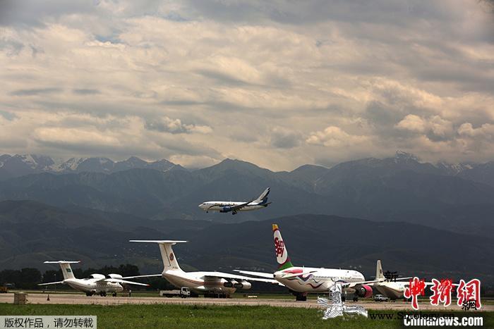 哈萨克斯坦载100人客机坠毁:已致7_阿拉木图-哈萨克斯坦-画中画-