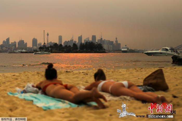 高温强风助燃澳山火3万游客被告知撤离_悉尼-维多利亚-山火-