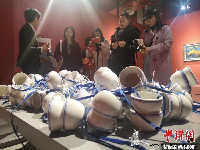 """渝港青年艺术交流展启幕""""秀""""出两地魅_重庆-香港-图为-"""
