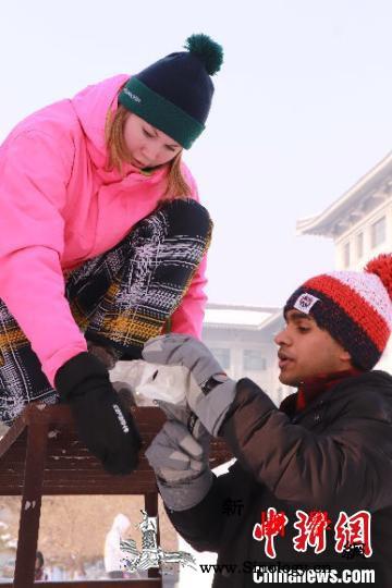 2020第十二届国际大学生雪雕大赛争_画中画-哈尔滨-图为-