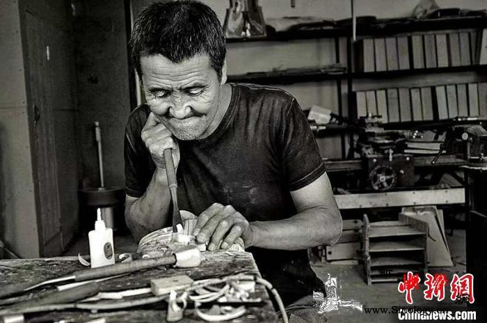 """""""北疆工匠""""乌力吉:一个月才能做出一_蒙古族-马头琴-北疆-"""