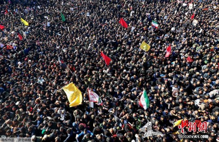 伊朗指挥官苏莱曼尼葬礼上发生踩踏事件_德黑兰-伊朗-踩踏-