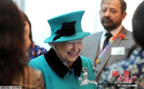 93岁英女王首次被拍到佩戴助听器出行_克里克-菲利普-伊丽莎白-