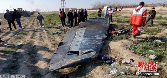 伊朗称专家正检查失事客机黑匣子暂未将_波音-乌克兰-伊朗-