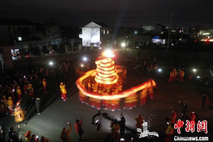 """安徽:百米""""洋蛇灯""""再次""""出宫""""以老_成了-轮番-传承-"""