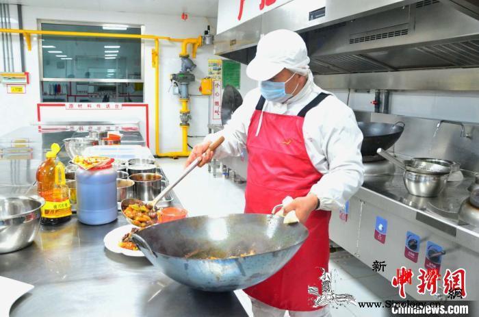 青海西宁:幸福食堂里的年味儿足_西宁市-南川-东路-