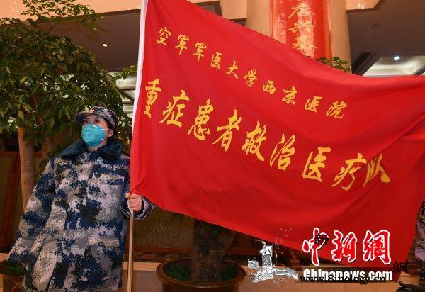 中国军队派出三支医疗队除夕夜驰援武汉_医疗队-军医-武汉-
