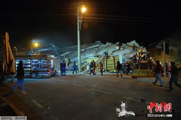 土耳其强震已致31死两岁半女童受困2_土耳其-搜救-女童-