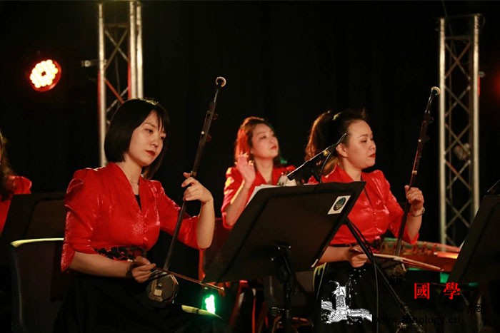 中国传统民乐走进法国小城_江苏省-法国-民乐-河畔-