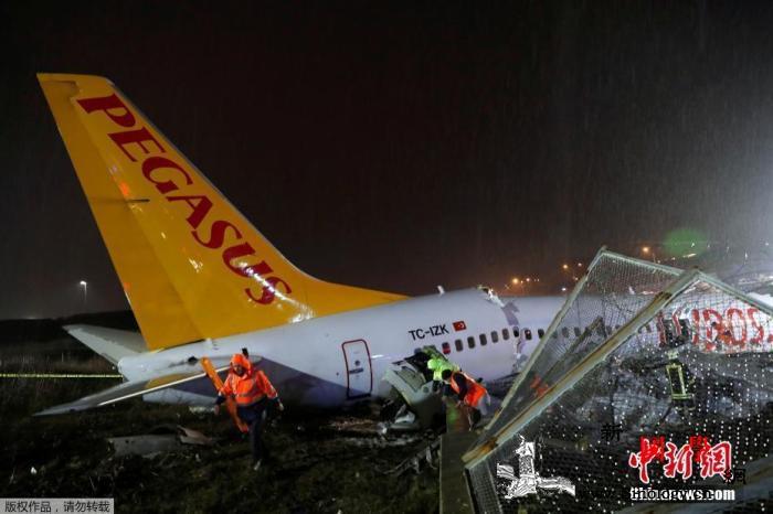 土耳其一架波音客机降落时滑出跑道已致_伊斯坦布尔-波音-土耳其-