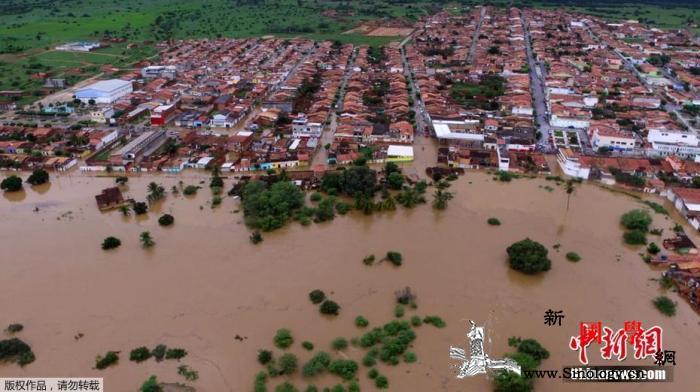 巴西圣保罗市遭暴雨袭击造成河水泛滥交_圣保罗-巴西-暴雨-