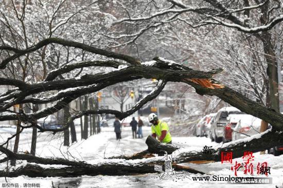 冬季风暴袭美国东部带来强降雪逾千万人_北卡罗来纳州-弗吉尼亚州-降雪-