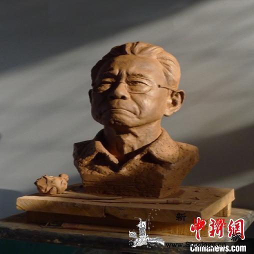 """80后非遗传承人以艺战""""疫""""泥塑作品_泥塑-栩栩如生-含泪-"""