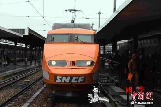 法国第一列高铁列车服务40余年后光荣_法国-退役-里昂-