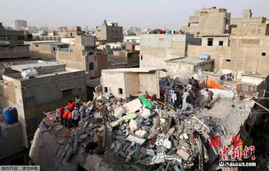 巴基斯坦居民楼倒塌事故已造成18死搜_卡拉奇-巴基斯坦-升至-