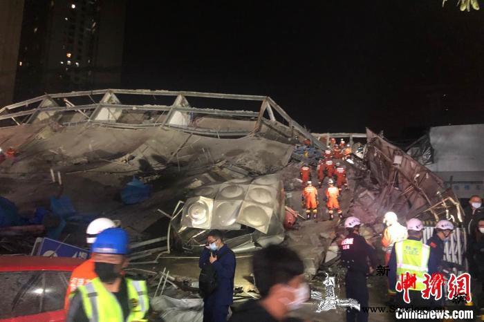 福建泉州一酒店楼体坍塌约70人被困_狼藉-赶赴-倒塌-