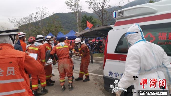 福建泉州一酒店坍塌续:12岁男孩获救_坍塌-救出-送往-