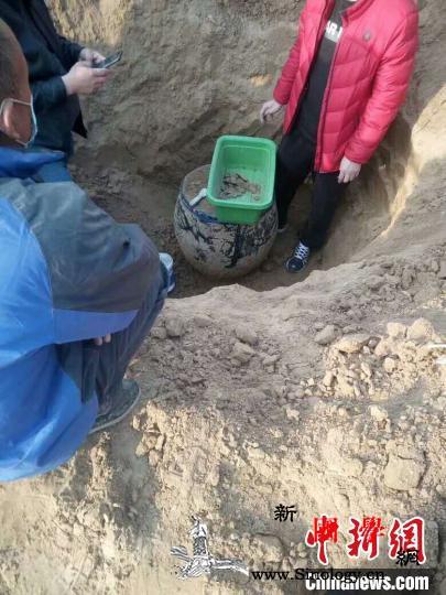 河北威县在一瓮中发掘出千余枚宋代铜钱_通宝-威县-铜钱-
