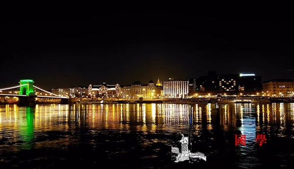 希望之光-;-;匈牙利布达佩斯酒店为_布达佩斯-匈牙利-疫情-点亮-
