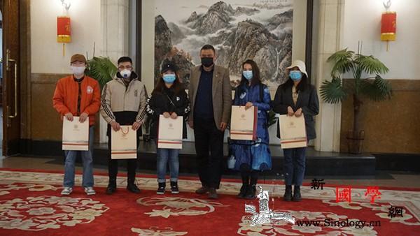 驻蒙古国使馆看望慰问在蒙留学生和汉语_汉语-疫情-慰问-留学生-
