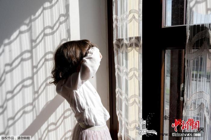 意大利12岁移民女孩报警称家中断粮警_意大利-警员-博洛尼亚-