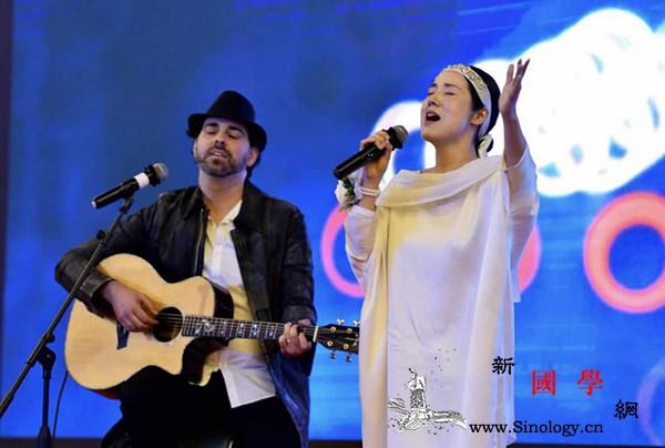 中以歌手连线演绎《在你身边》献给全世_白衣天使-疫情-歌手-抗击-