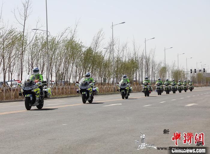 帅气!新疆兵团第十二师公安首届骑警培_骑警-兵团-演练-