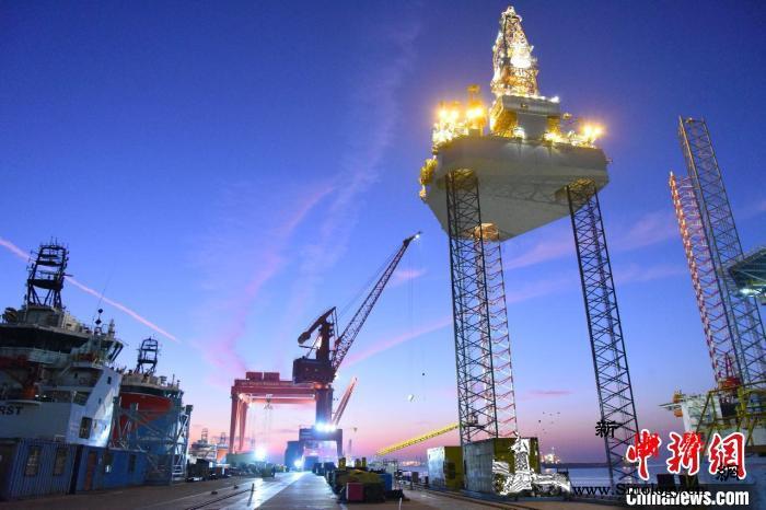 上海外高桥造船半月内交付第二艘自升式_滑移-钻井-造船-
