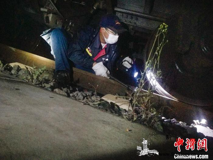 中国铁路车辆检修员逆势而上助力肯尼亚_肯尼亚-图为-检修-