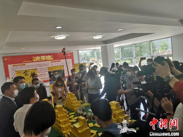 40余位外媒记者探访北京复工企业感受_外办-复工-防疫-