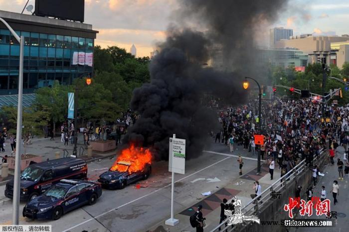 全美多地反种族歧视抗议演变为暴力骚乱_弗洛伊德-明尼苏达州-美国-