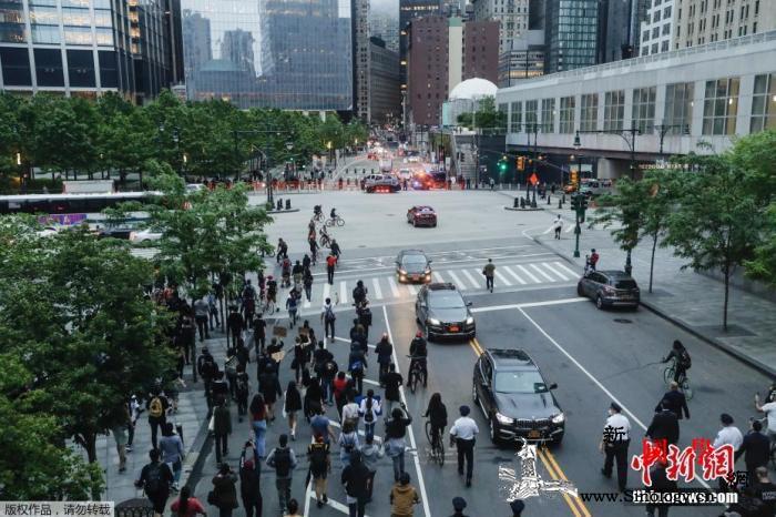 乔治·弗洛依德之死引发的示威浪潮在美_示威者-纽约-示威-
