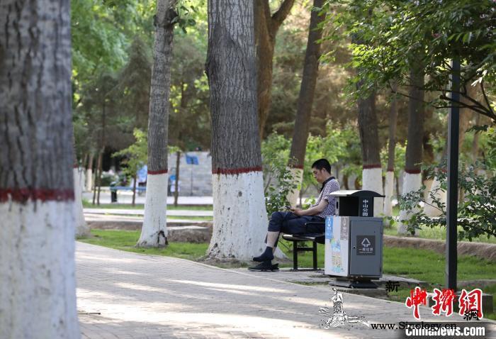 大风刚息热浪又至宁夏中北部出现今年首_遮阳伞-纳凉-固原市-