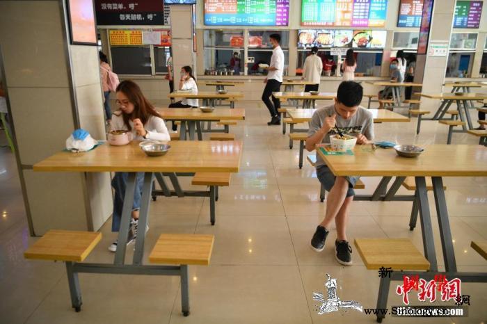 教育部发布学校文明卫生倡导:在校用餐_教育厅-分餐制-昆明市- ()