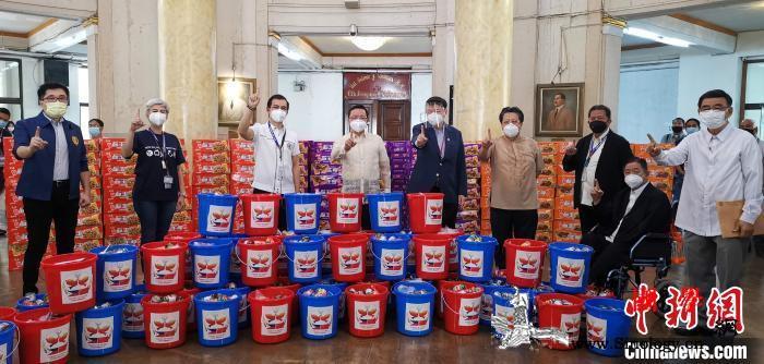 """中国驻菲使领馆联手发起""""友谊包""""项目_马尼拉-雷诺-菲律宾-"""