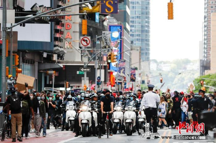 美纽约州更新新冠检测标准州长敦促示威_纽约州-纽约市-长岛-