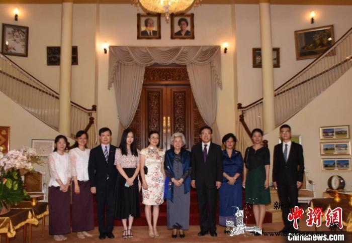 王文天大使夫妇向柬埔寨莫尼列太后祝寿_柬埔寨-祝寿-王宫-