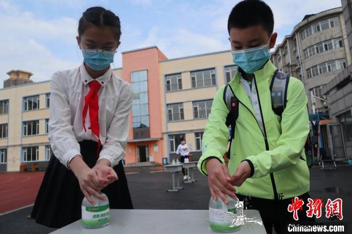 吉林市四至六年级小学生迎来复课_测温-吉林市-复课-