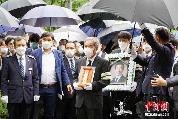 已故首尔市长朴元淳出殡_出殡-遗像-已故-