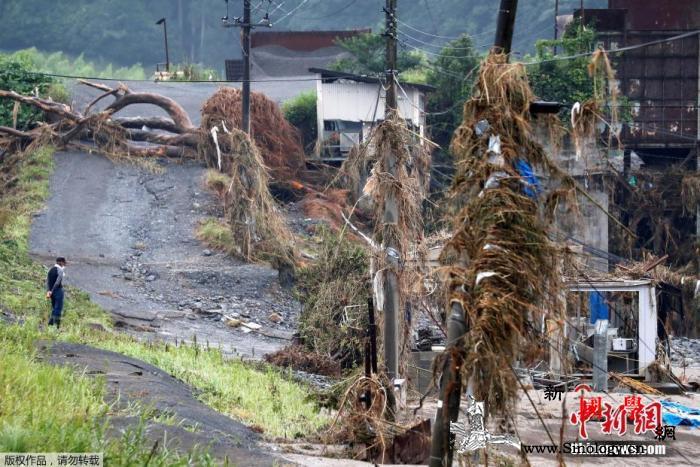 日本暴雨已致72人死亡安倍赴灾区视察_熊本-受灾-日本-