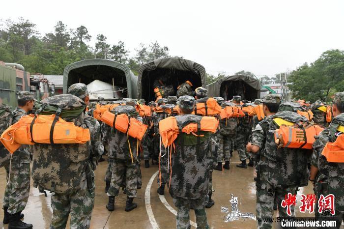雨夜集结千里机动:陆军第71集团军_集团军-抢险-官兵-